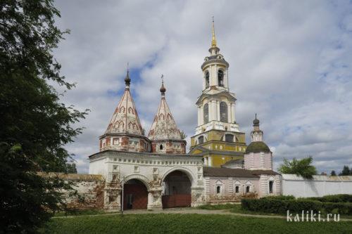 Святые ворота и Преподобенская колокольня Ризоположенского монастыря