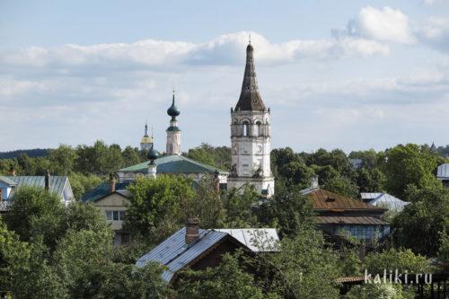 Никольская (справа) и Христорождественская церкви