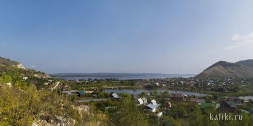 Село Ширяево. Справа Монастырская гора, слева Попова гора.