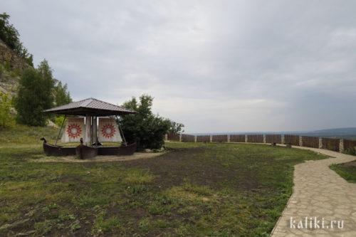 Беседка на смотровой площадке в Ширяево