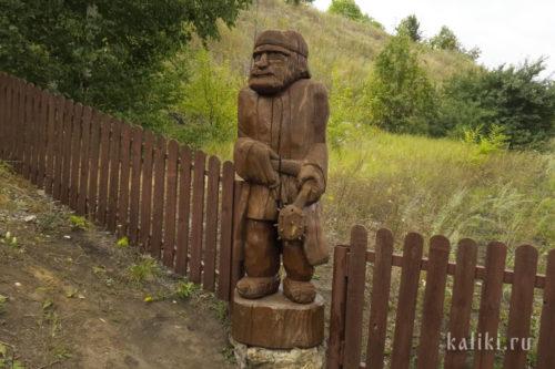 """""""Страж"""" у входа на смотровую площадку в Ширяево"""