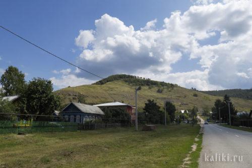 Вид на Монастырскую гору со стороны Ширяево