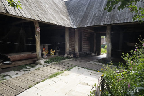 Внутренний двор усадьбы Алексеевых
