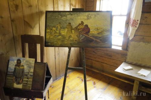 На мольберте копия картины «Шторм на Волге», написанная Репиным в Ширяевом Буераке