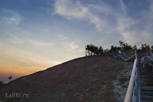 Оборудованная смотровая площадка на горе Стрельной